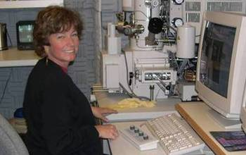 Scientist Lynda Williams at the computer in a lab