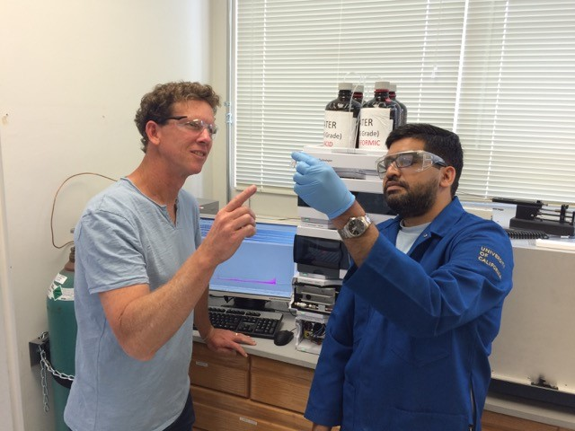 Scripps Institution of Oceanography researchers Brad Moore (left) and Vinayak Agarwal in the lab.
