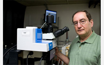 Photo of Professor Israel Wachs with the combined Raman-Infrared spectrometer/microscope.