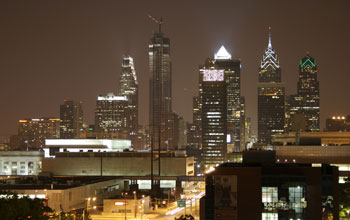 Photo of the Philadelphia skyline at night