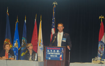 Photo of Dan Sewell giving a Veteran Student Perspective.